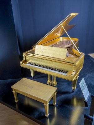 elvis-presley-piano