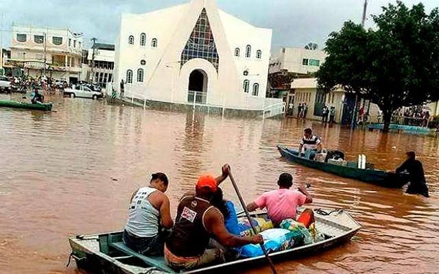 Chuva alaga ruas em Santa Maria da Vitória Foto Divulgação Correios