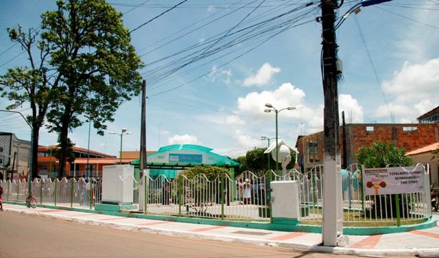 """A Academia da Saúde Ari Oliveira Coutinho está situada na """"Praça João Cardoso"""" na av. ACM - Fotos: Jornal Valença Agora"""