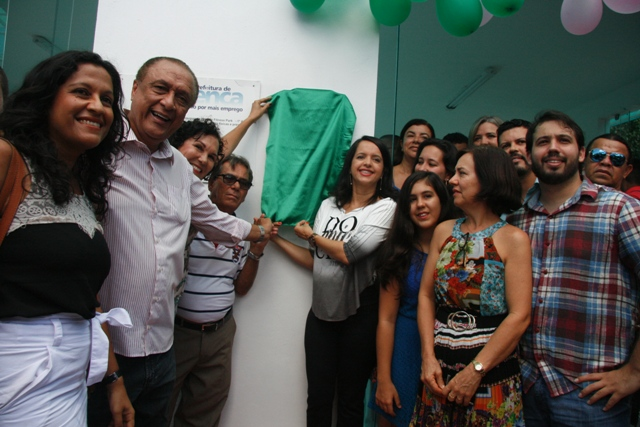 Descerramento da placa de reinauguração - Fotos: Jornal Valença Agora