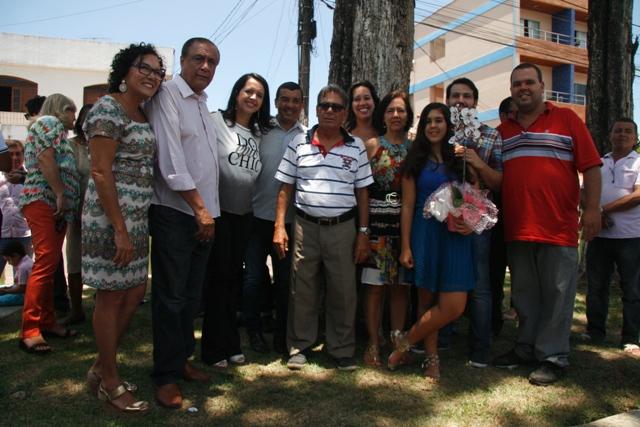 Ionete, Joailton, Prefeita Jucélia, Fabrício e familiares de Ari Coutinho - Fotos: Jornal Valença Agora