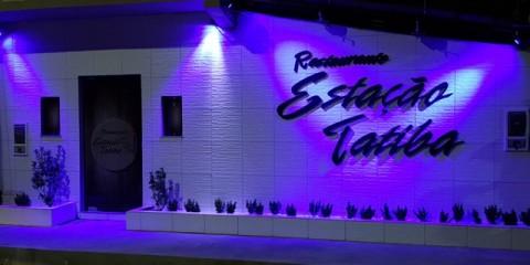 O Estação Tatiba está localizado na Av. Tancredo Neves, em Valença. Aberto aos clientes, de segunda a sábado, das 19 às 0 horas.