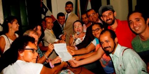 Artistas entregam ao Legislativo, relatório sobre o Teatro Municipal, elencando as necessidades para sua reabertura