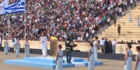 Cerimônia de passagem da tocha olímpica para o Brasil        Divulgação COB