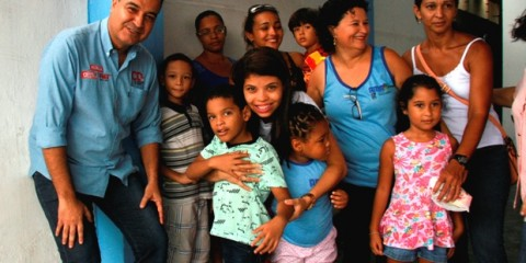 Eduardo Ribeiro visita AMA e doa equipamentos para tratamento de fisioterapia