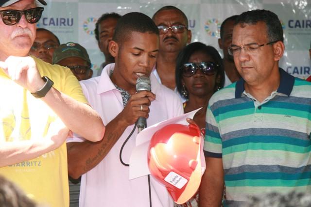 Cairuense entrega para Fernando Brito, título de Prefeito Trabalhador