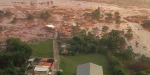Considerada a maior tragédia ambiental, o rompimento da barragem da mineradora Samarco devastou distritos e muncípios e poluiu a bacia do Rio Doce