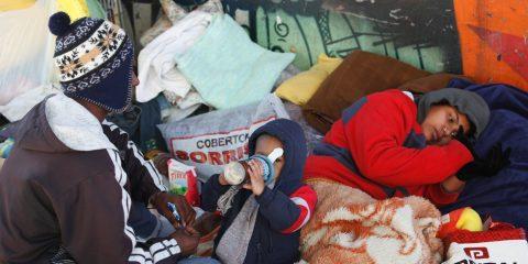 DD Sao Paulo, SP 13/06/2016 -  MORADORES DE RUA - Moradores de rua acusa a prefeitura de retirarem seus pertecem enquanto dormem.  Foto: Moradores de rua na av Voluntarios de rua. Muher, 17, Homem, 18 Crianca, 2  (Foto Almeida Rocha/Diario SP)