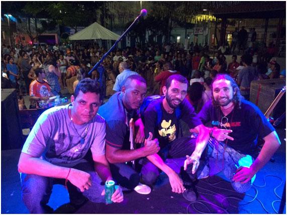 "Membros: Marcelo Natureza (voice&guitar) Fred Crispim (Drums) Tibuço (Bass) Albert ""Café"" (Percussions)"