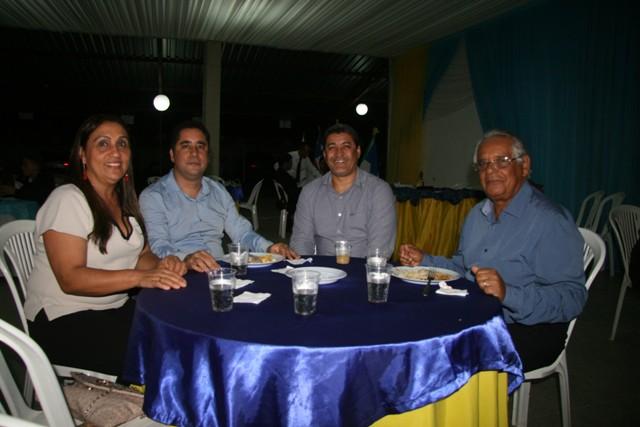 Dra. Mairi Coutinho, Anderson Freitas e família