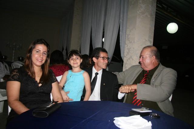 Vidalto Oiticica e família ao lado do Dr. Carlos Maia