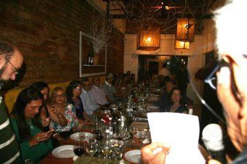 dr-mustafa-le-poema-durante-jantar