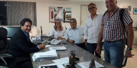 Secretaria municipal de Cairu entrega projeto ao secretário estadual, José Alves