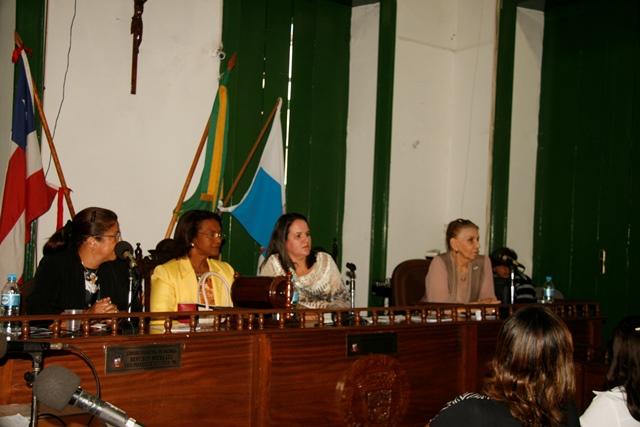 Mesa presidida pela vice-presidente da OAB Valença, Cintia Meireles