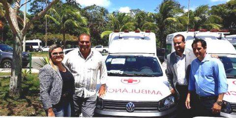 Prefeito Ricardo Moura recebeu a ambulância na Governadoria do Estado.