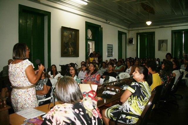 Professora Jacira Reis compartilha relatos de sua vida com ao público