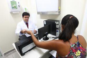 1º dia de funcionamento do Hospital da Mulher Na foto: Daiane da Silva Brito, em consulta com o médico mastologista Drº Daniel Carvalho Foto: Elói Corrêa/GOVBA
