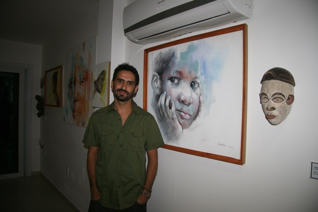 O artista chileno Esteban Morales