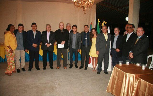 Rotarianos em noite celebrativa
