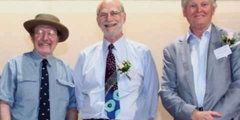 Jeffrey Hall, Michael Rosbash e Michael Young trabalham nos Estados Unidos