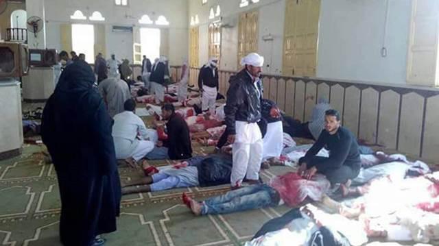 Mortos na mesquita Arish após o atentado - EFE
