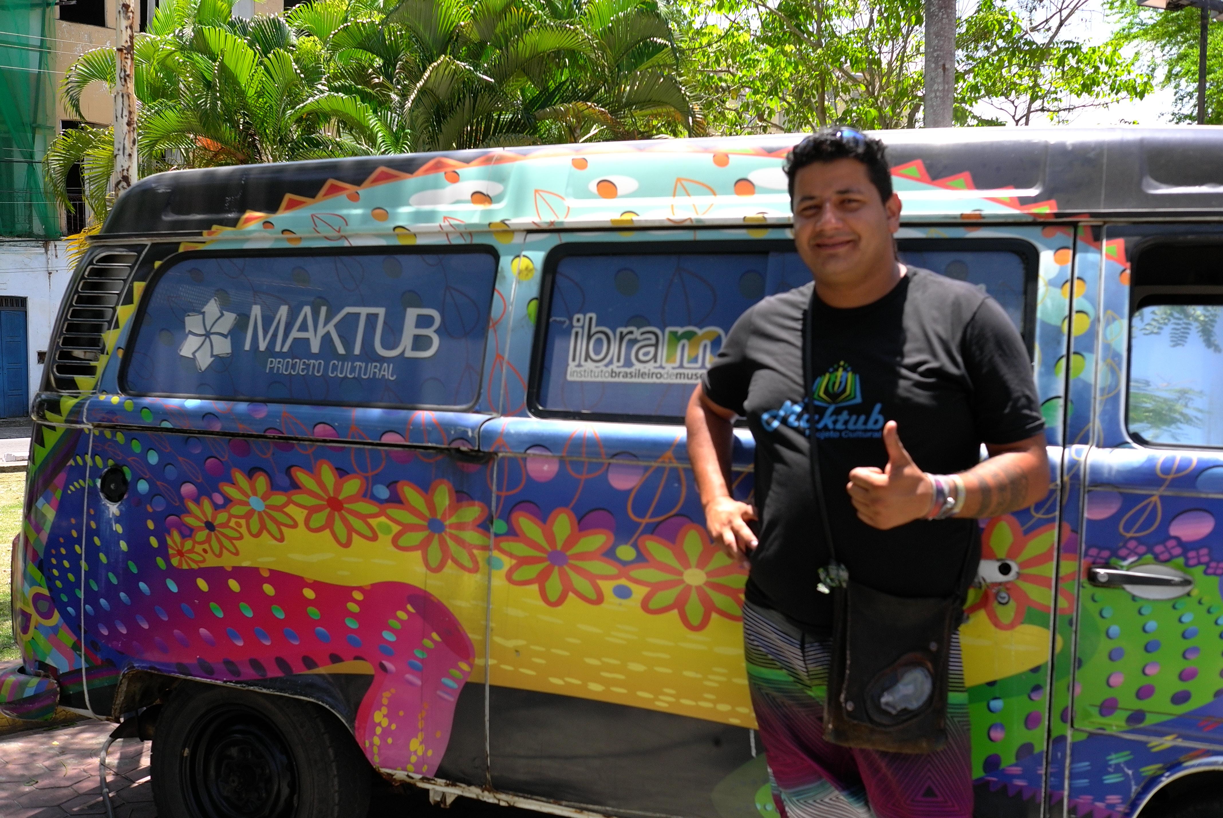 Cristian Neres com sua Kombi do Maktub já passou por 15 estados do país