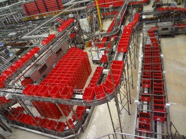Em Alagoinhas são produzidas cerca de 36 latas (350ml) por segundo e 62 mil garrafas por hora.