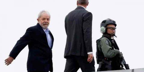 Lula vai ao velorio do neto